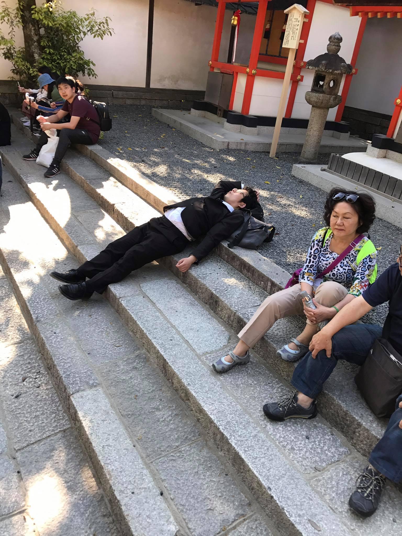 kyoto-salaryman-sleep