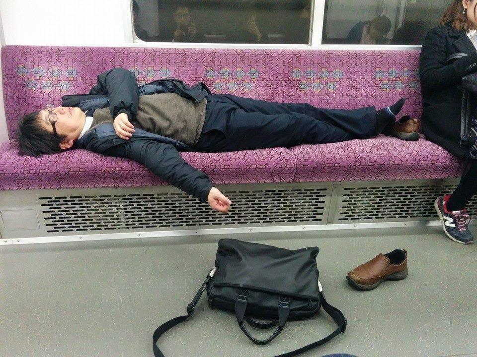salaryman-sleep-train