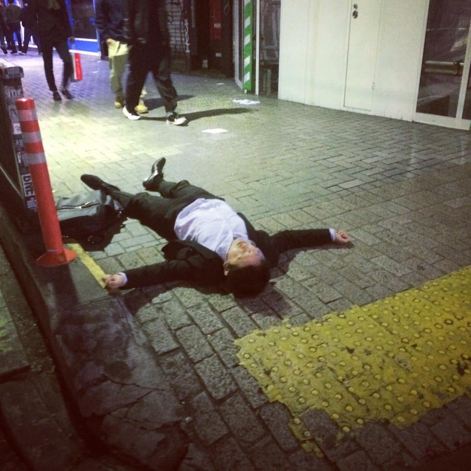 shibuya-salaryman-sleep