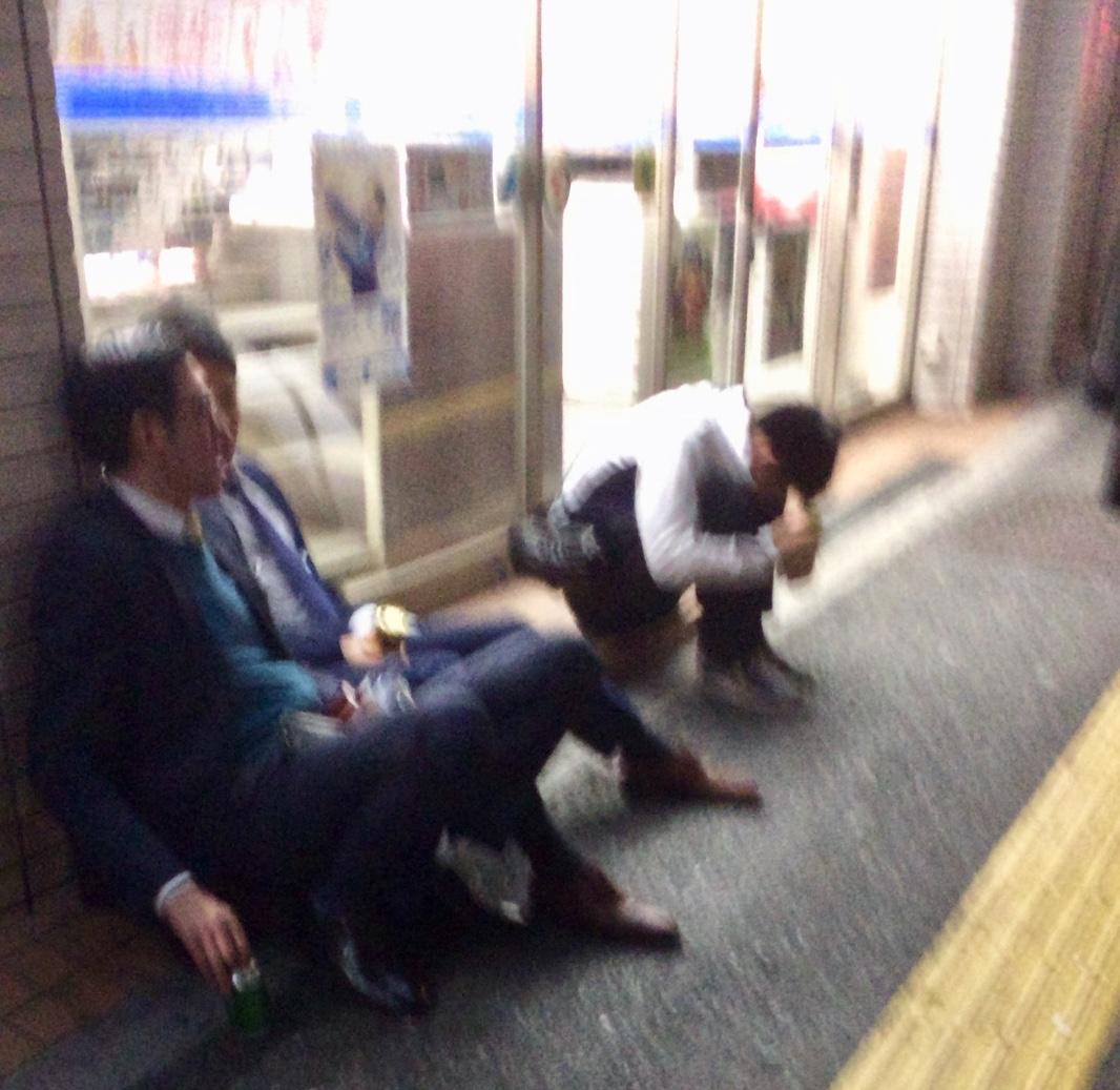 salaryman-shinjuku-cherry-blossom-viewing